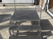 Step ladder with Square Grilled Grating (1)